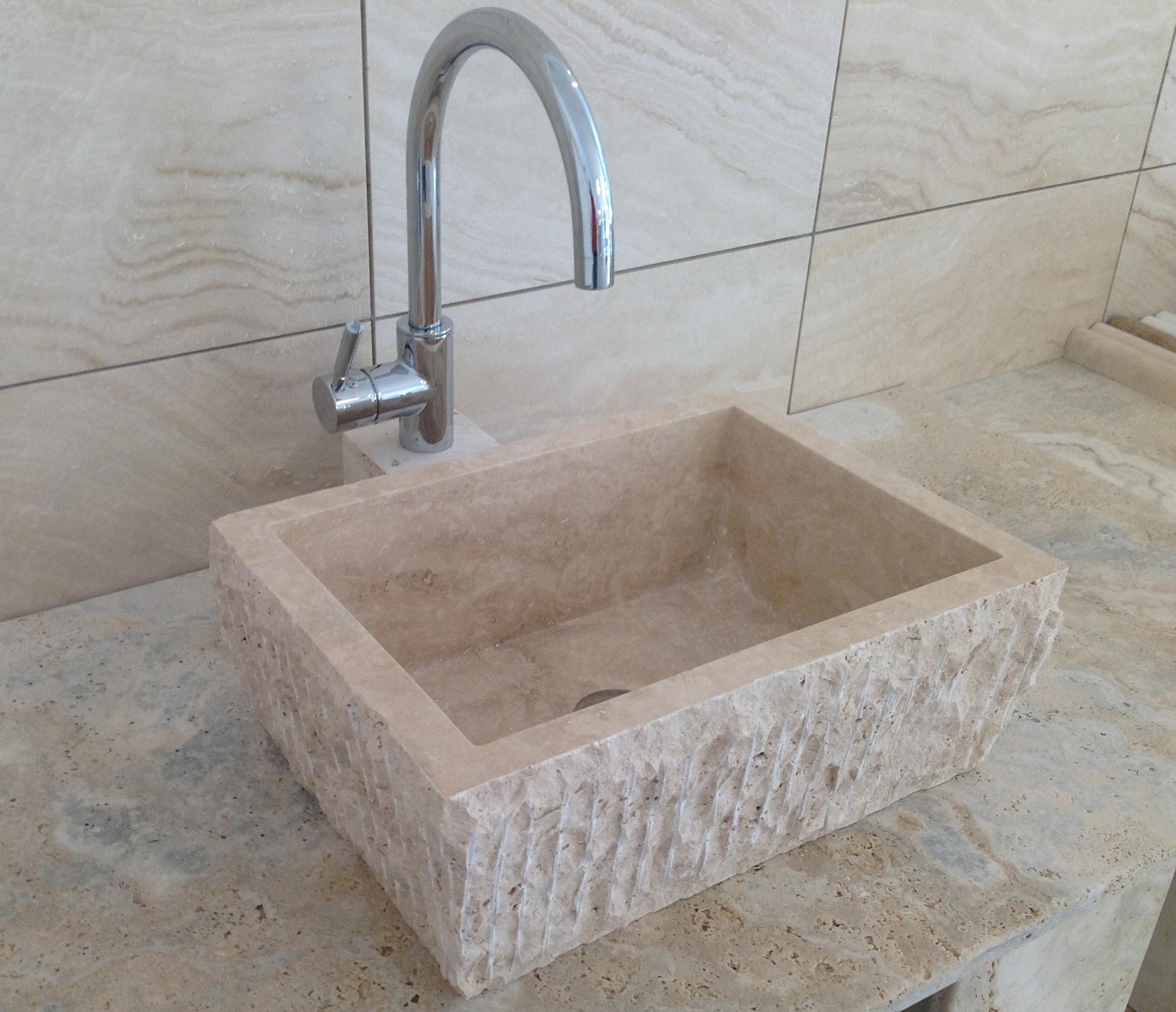 travertino lavabo-sbrecciato