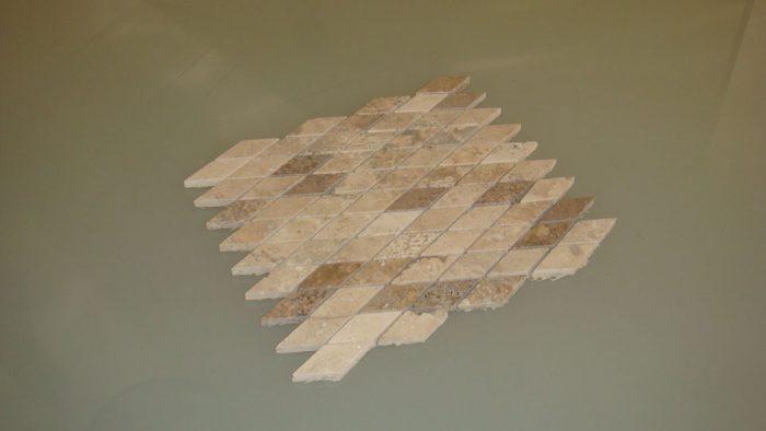 travertino mosaico-a-rombi