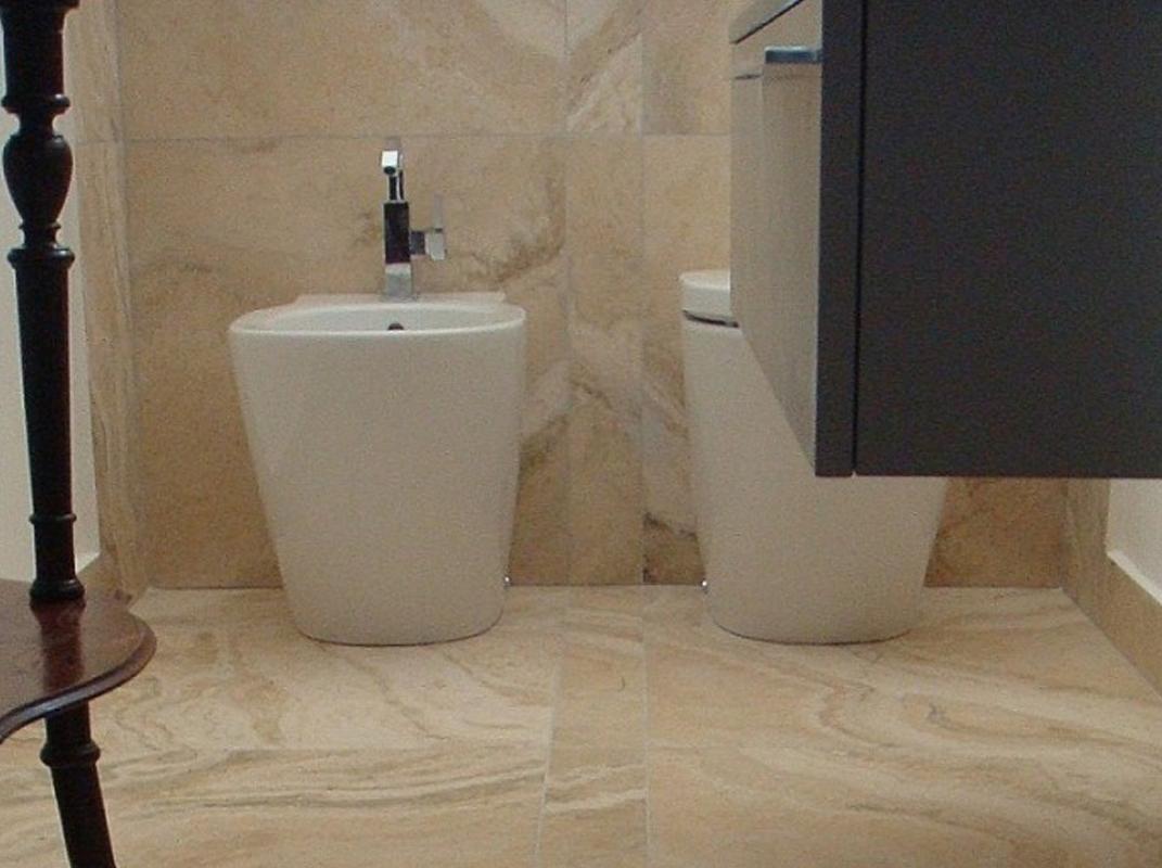 travertino rustico-casa- bagno